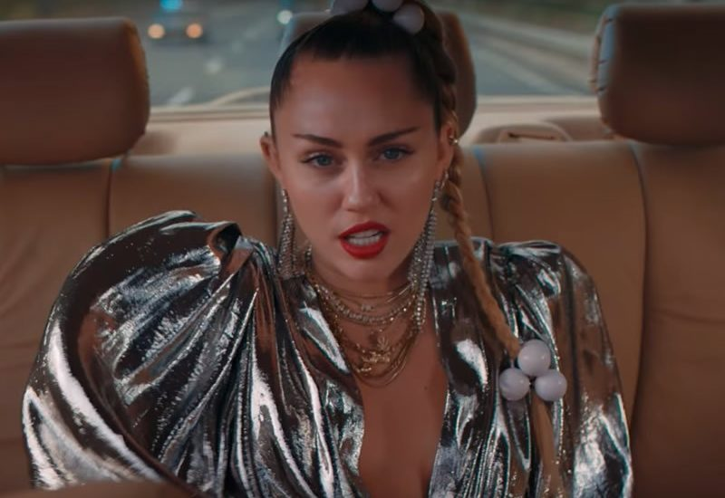 Mily Cyrus è tornata, video ufficiale per Nothing Breaks Like A Heart