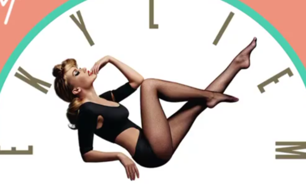 """Kylie Minogue lancia il greatest hits """"Step Back In Time"""" – Cover e Tracklist"""